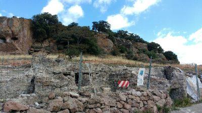 Gli scavi delle terme romane e dietro le Domus de Janas