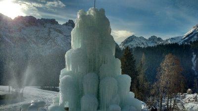 Sappada per bambini in inverno fontana ghiaccio