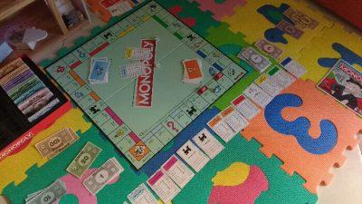 Giocare a giochi di società Monopoly