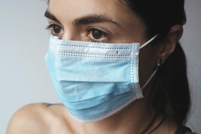 mascherina antivirus con carta da forno